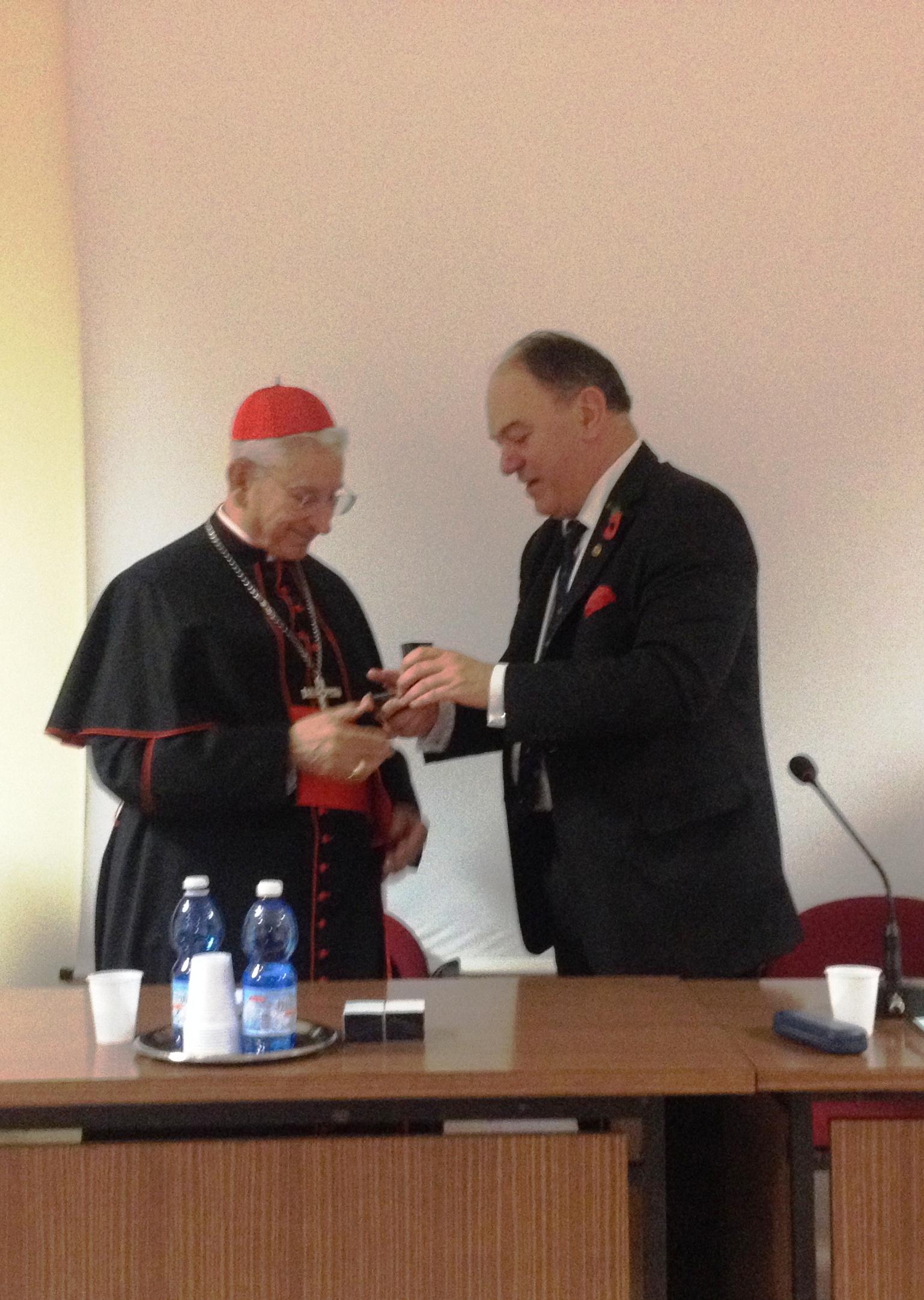 Consegna della medaglia De Saventhem al card. Castrillon