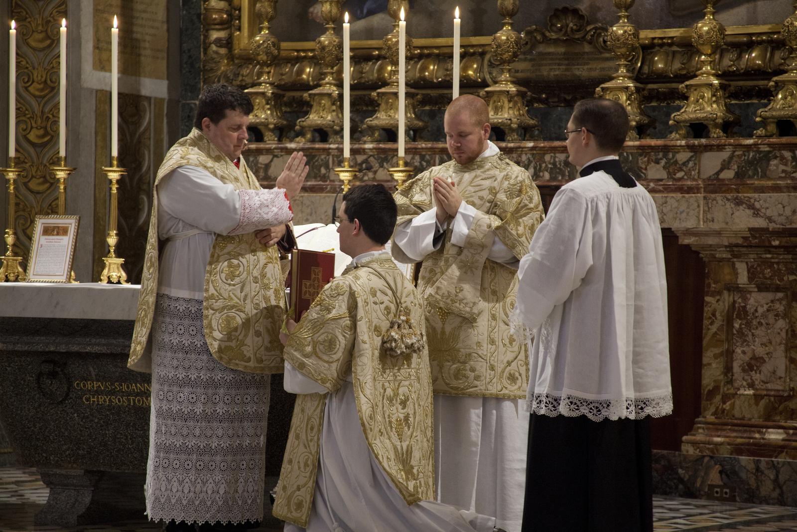 Messa solenne alla basilica di S. Pietro Cappella del Coro il 9 novembre 2013