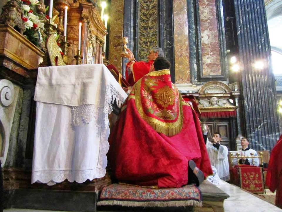 Pontificale di mons. M. M. Zuppi l'8 giugno 2014 a Gesù e Maria, Roma 1
