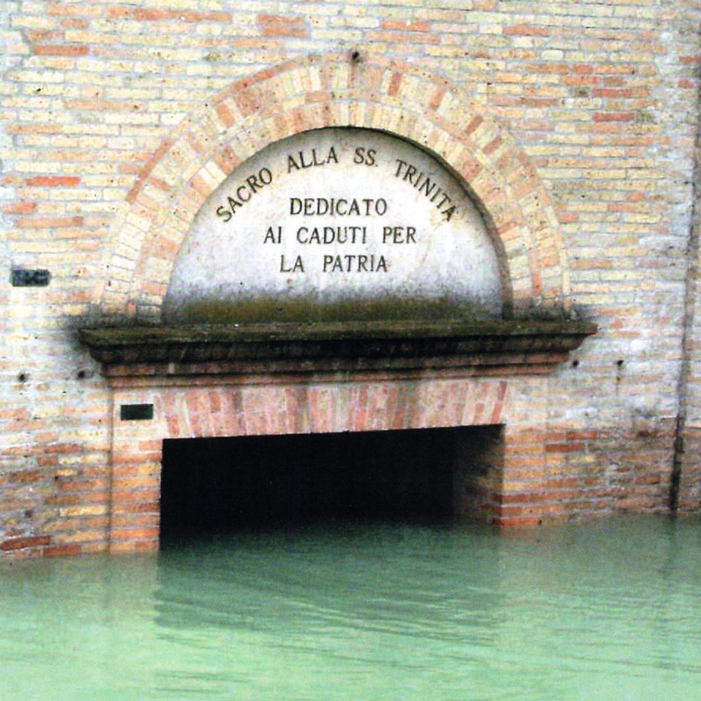 Le acque fino all'architrave del portale maggiore