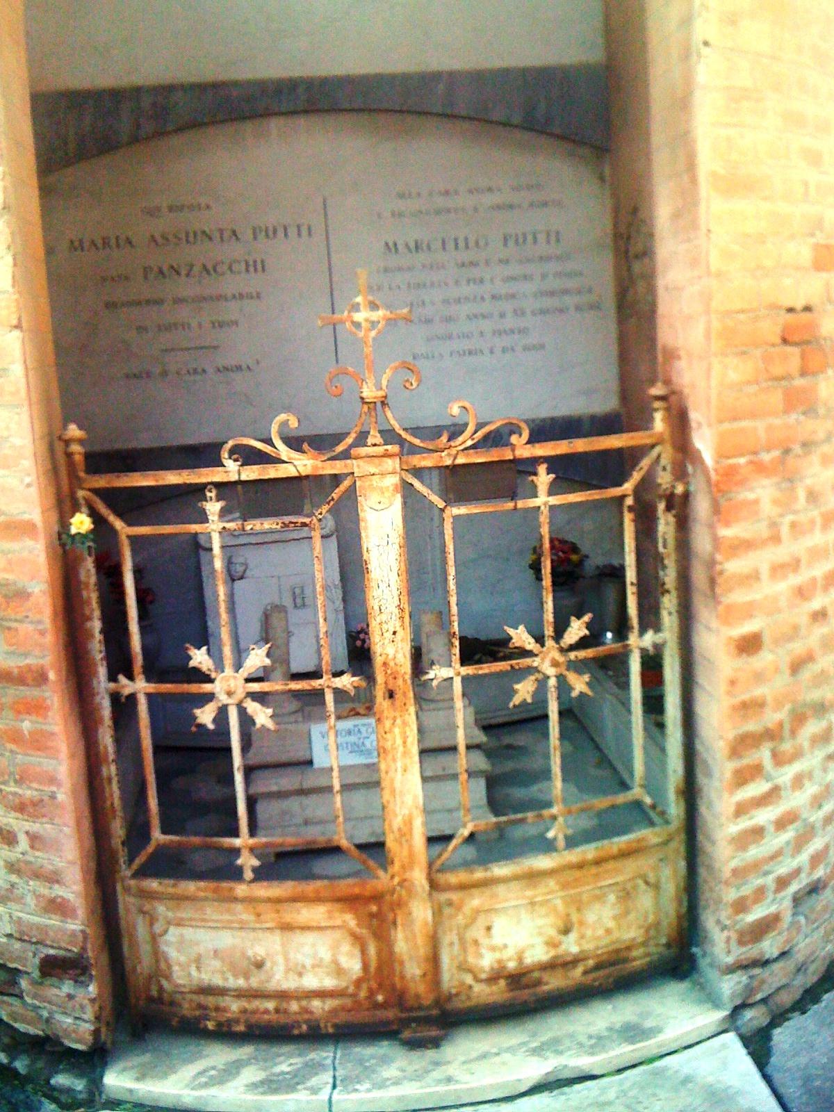 Tomba di Cristina Campo (Vittoria Guerrini) alla Certosa di Bologna