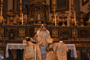 Napoli 21 ottobre 2017 pontificale di mons. Guido Pozzo alla basilica di S. Paolo Maggiore 3