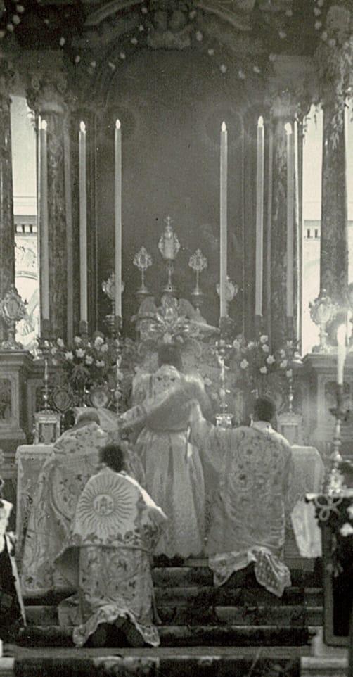 Prima Messa solenne di mons. Mario Cosulich al duomo di Lussinpiccolo l'8 marzo 1943